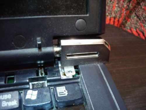 Старый ноутбук, механическая кнопка
