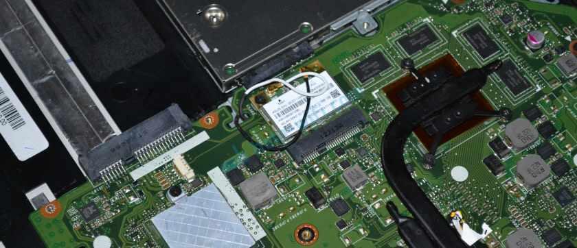 Установка Wi-Fi платы в ноутбук после изоляции контакта
